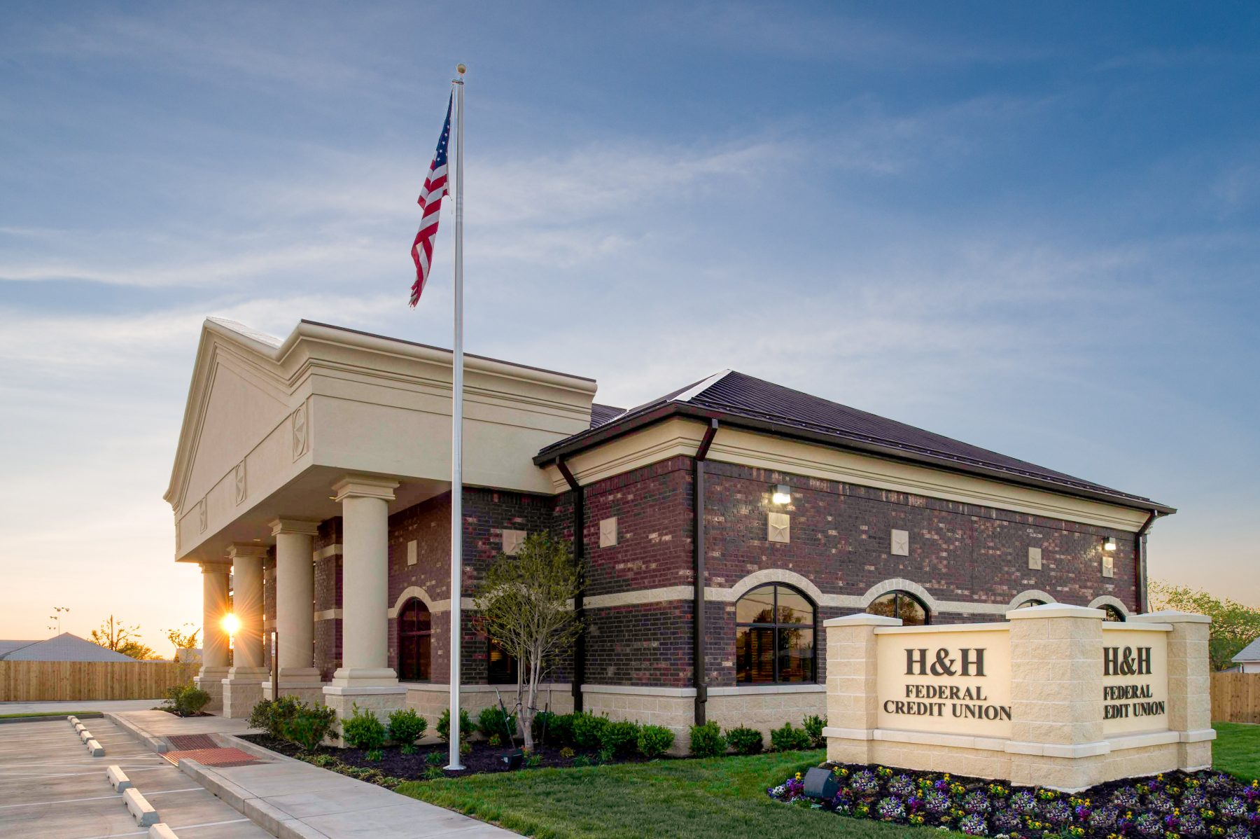 Design+Build for H&H Federal Credit Union Exterior